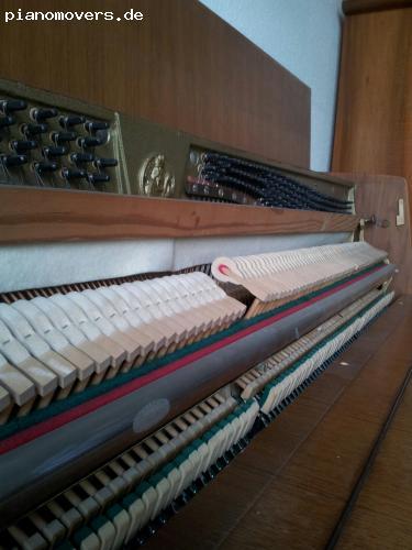 pianomovers klavier der firma rachals aus nussbaumholz. Black Bedroom Furniture Sets. Home Design Ideas