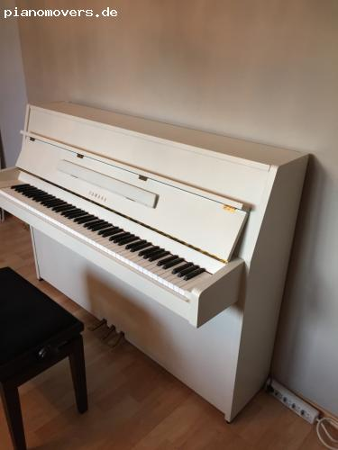 pianomovers sehr gepflegtes yamaha c108 klavier in weiss. Black Bedroom Furniture Sets. Home Design Ideas